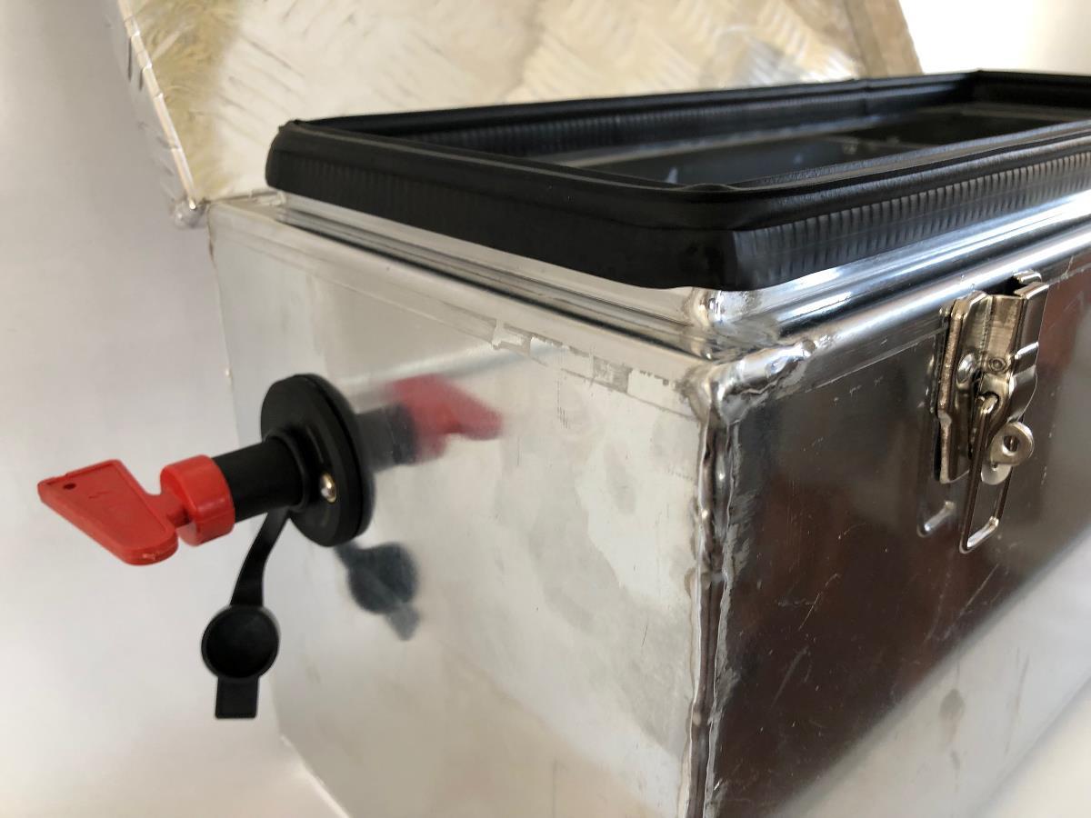 Batterikasse <br>med hovedstrømbryter ALU 5